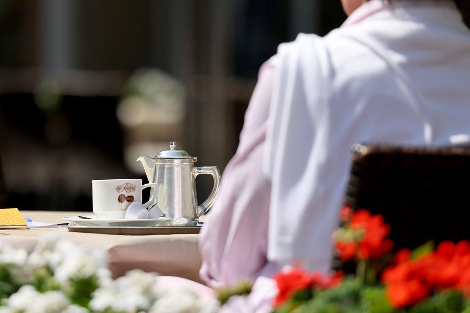 Gäste können in den Außenbereichen von Restaurants und Cafés ohne Schnelltest Platz nehmen. (Symbolbild)