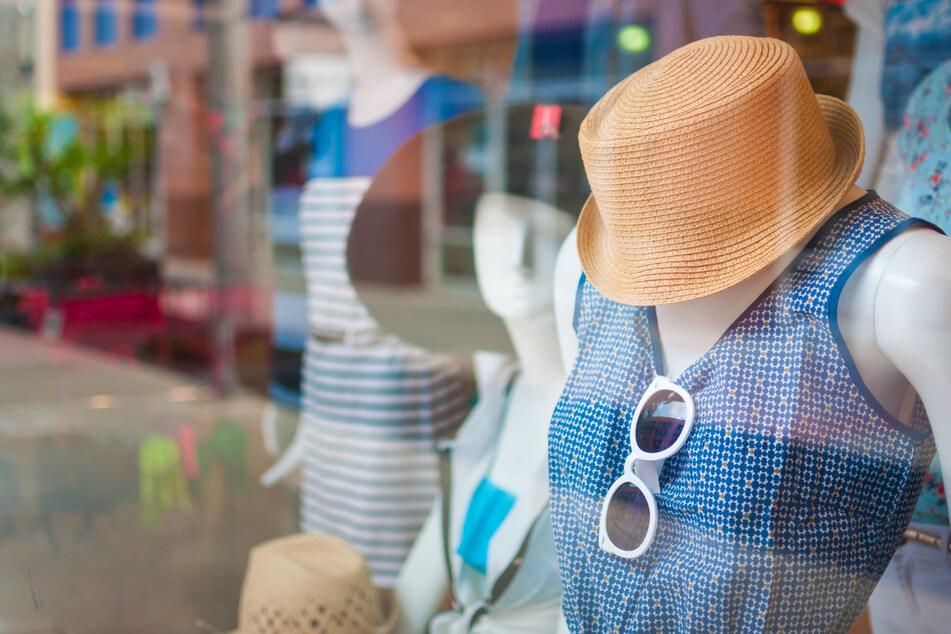 Endlich wieder shoppen, aber: Kann das Coronavirus auf Klamotten überleben?