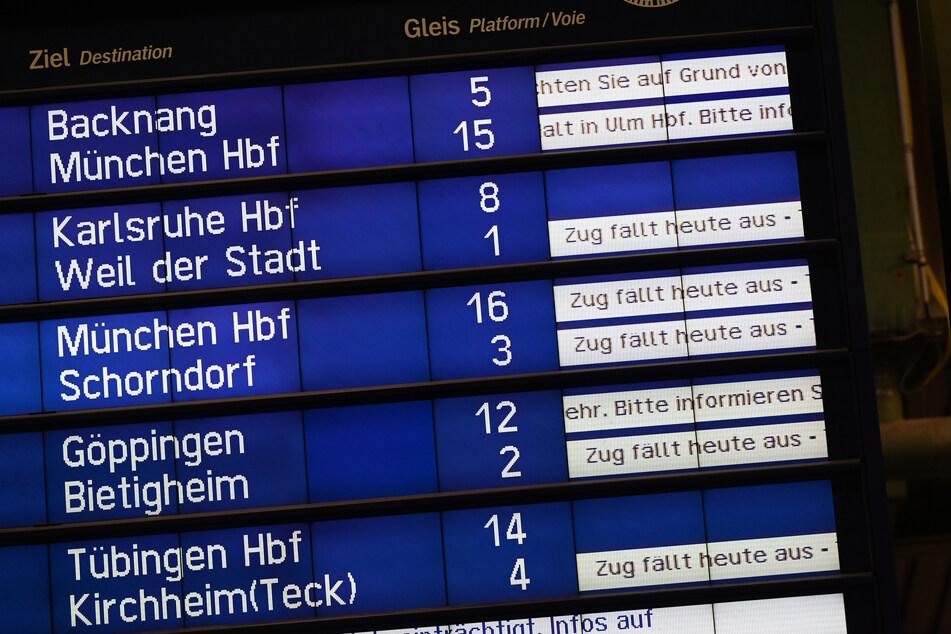 Zu Vergleich: So sah es auf der Anzeigetafel im Stuttgarter Hauptbahnhof aus.