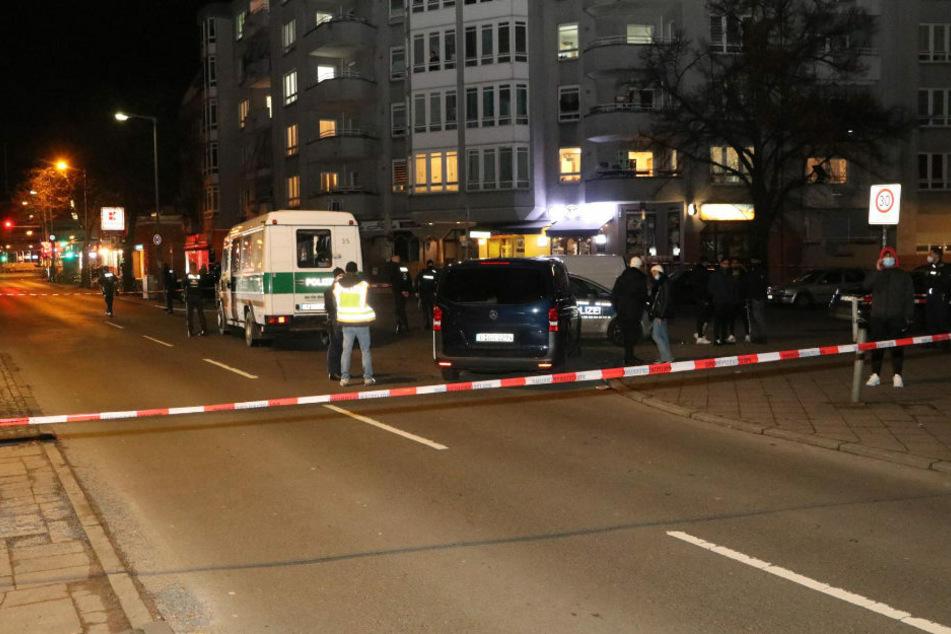 Der Bereich um den Tatort in der Ramlerstraße wurde von der Polizei großräumig abgesperrt.
