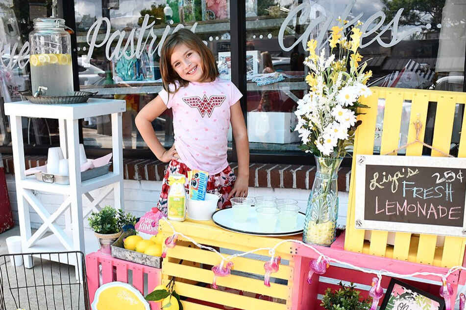 7-year-old girl funds her own brain surgery by selling lemonade