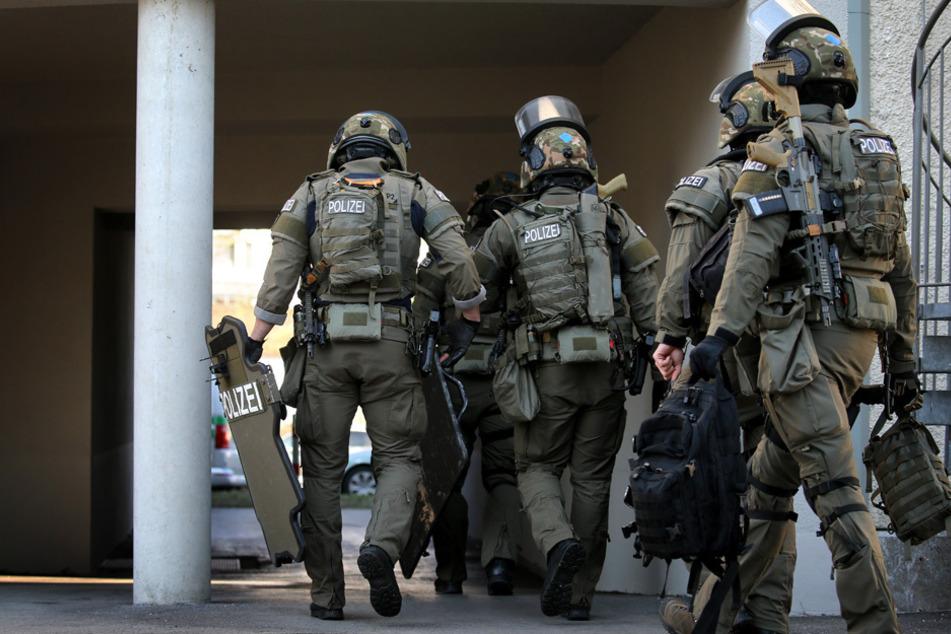Macheten-Mann attackiert Passanten, Terroranschlag nicht ausgeschlossen