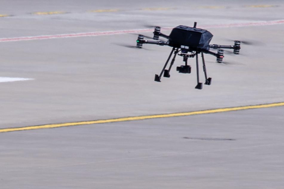 Die Polizei hätte bei der Demo in Freiburg keine Drohne einsetzen dürfen. (Symbolbild)
