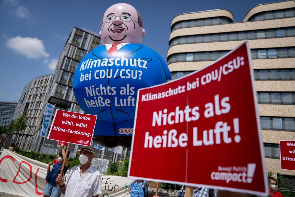 Einige Demonstranten zeigten sich gestern nicht so sonderlich zufrieden mit dem Wahlprogramm der Union.