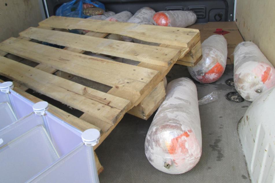 Ekel-Fund bei Kontrolle: Polizei zieht 100 Kilo Dönerfleisch aus dem Verkehr