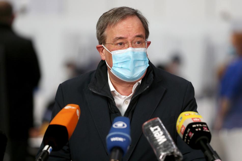 Armin Laschet (60, CDU), Ministerpräsident von Nordrhein-Westfalen und CDU-Chef, spricht während einer Pressekonferenz im Aachener Impfzentrum.