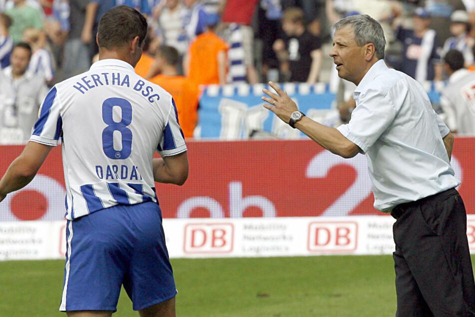 Der damalige Hertha-Trainer Lucien Favre im Gespräch mit Pal Dardai.
