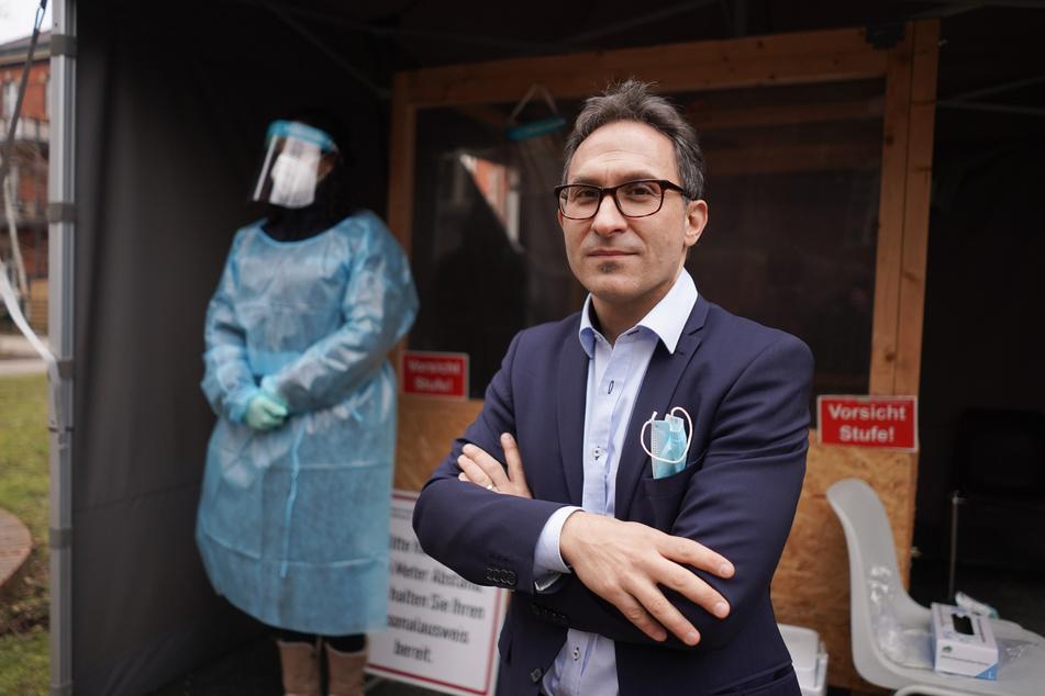 Neuköllns Amtsarzt Nicolai Savaskan fordert mehr Sozialarbeit zur Impfberatung von Migranten.