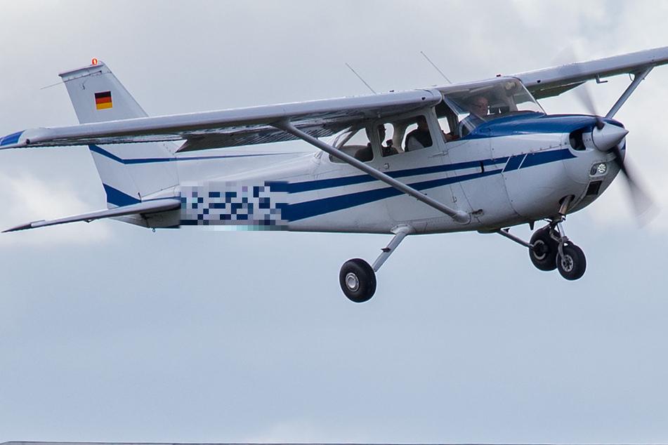 Absturz von Kleinflugzeug: Ein Toter