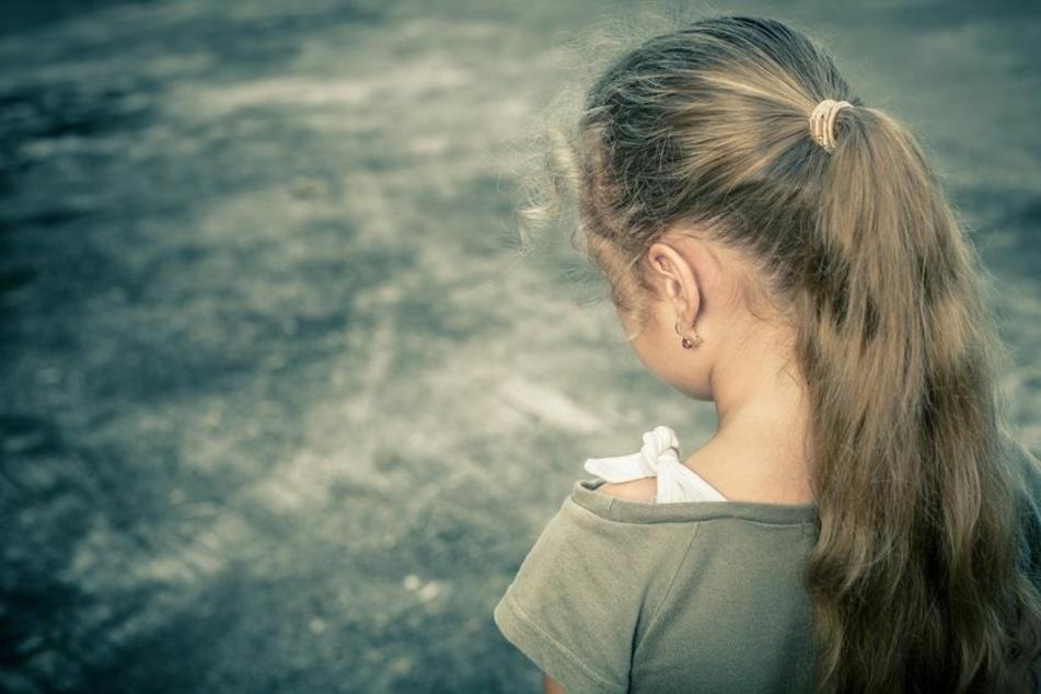 Ein Vollzugsbeamter der Polizei Saalfeld soll eine Neunjährige sexuell missbraucht haben. Gegen den 54-Jährigen besteht dringender Tatverdacht. (Symbolbild)