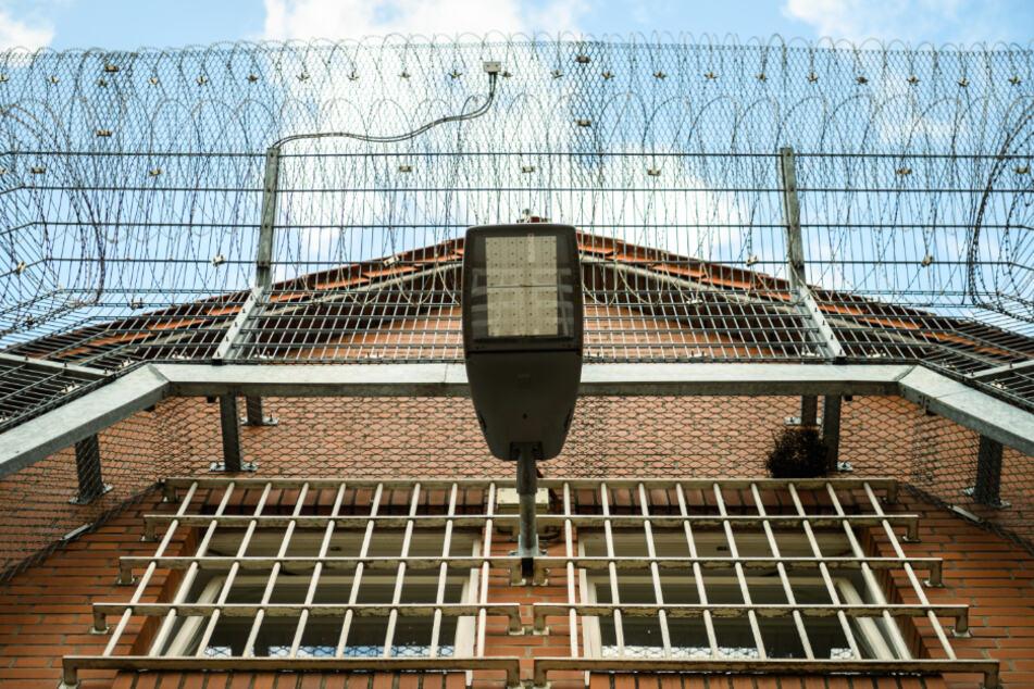 Häftlinge in Niedersachsen dürfen per Videotelefonie Kontakt zu ihren Angehörigen halten. (Archivbild)