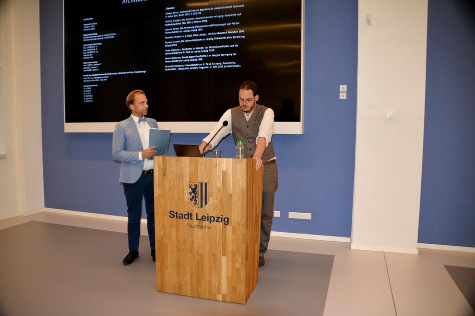 Zum Vortrag über den Verbleib der Gebeine aus der Paulinerkirche begrüßte Stadtarchiv-Direktor Dr. Michael Ruprecht (l.) den Historiker Friedemann Meißner.