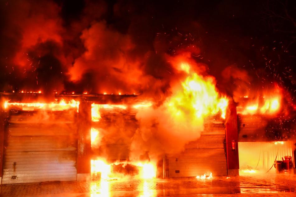 Das Feuer breitete sich in Windeseile aus.