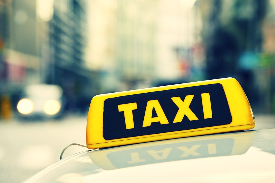 Der Taxifahrer wurde seiner bisherigen Einnahmen beraubt.