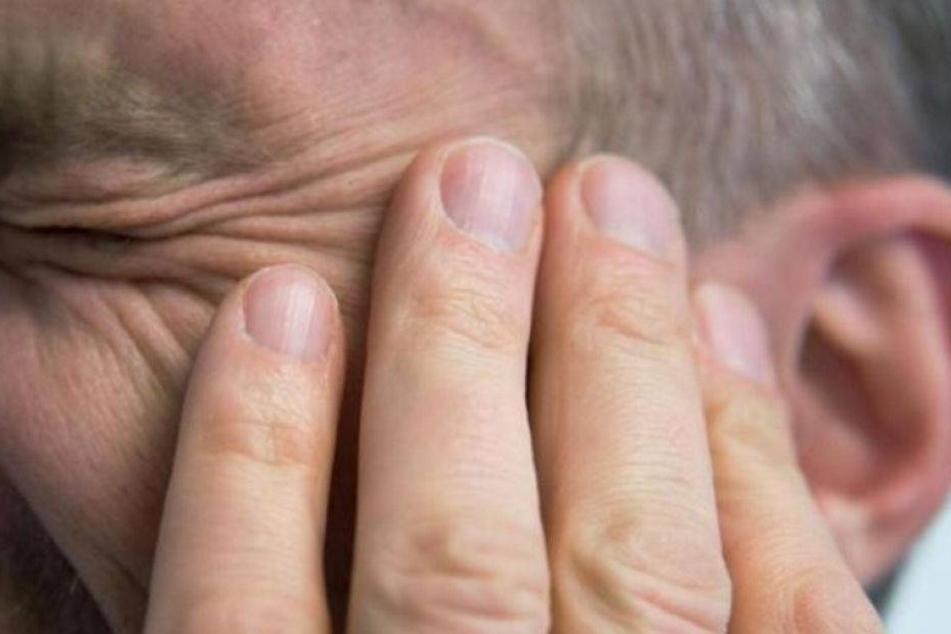 Schläger beißt Beamtem das Ohr ab