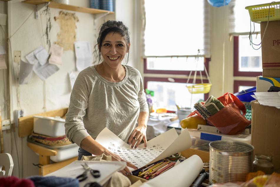 In einem der vielen Ateliers arbeitet Künstlerin Irini Mavromatidou (48) an einer Lithographie für die Neue Sächsische Galerie.