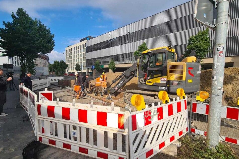 Am Freitagmorgen wurde an der Brandenburger Straße nach den mutmaßlichen Bomben gebaggert.