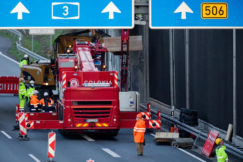 Unfall A3: Nach tödlichem Unfall auf A3: Weitere Betonplatten beseitigt, Polizei sichert Beweise