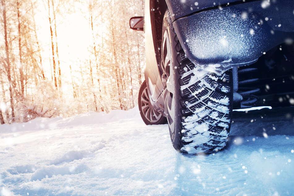 Die Preise für Winterreifen sind laut der Auswertung von Check24 innerhalb eines Jahres deutlich angestiegen. (Symbolbild)