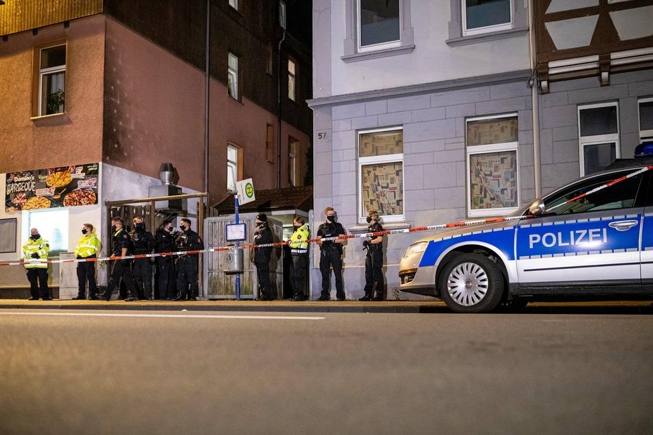 In Celle kam am Montagabend ein Mann ums Leben, einer wurde schwer verletzt.