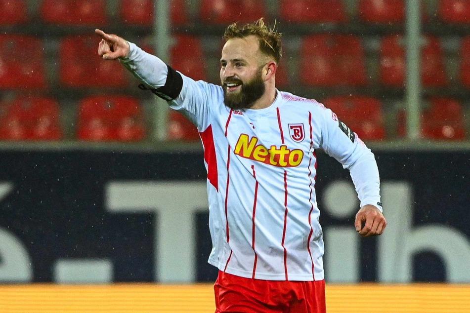 Anschließend wechselte er zum SSV Jahn Regensburg und spielte dort weitere zwei Jahre.