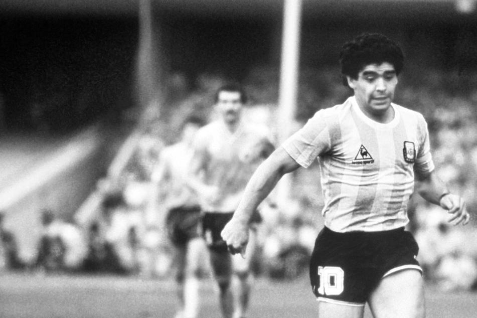 Fans erweisen Diego Maradona weltweit die letzte Ehre!
