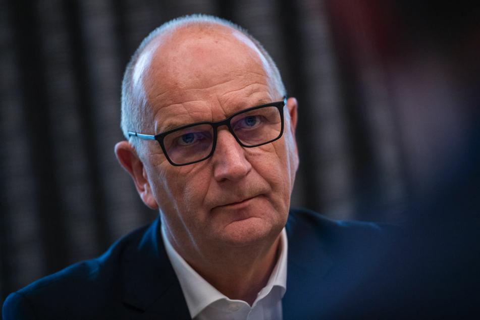 Brandenburgs Ministerpräsident Dietmar Woidke (59, SPD) wirbt dafür, dass Lehrer und Erzieher schon vorzeitig eine Corona-Schutzimpfung erhalten.