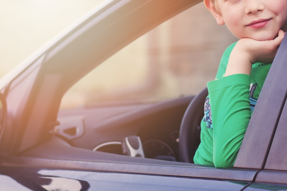 Der kleine Abenteurer mopste kurzerhand die Autoschlüssel seiner Eltern und fuhr mit seinem kleinen Bruder los. (Symbolfoto)