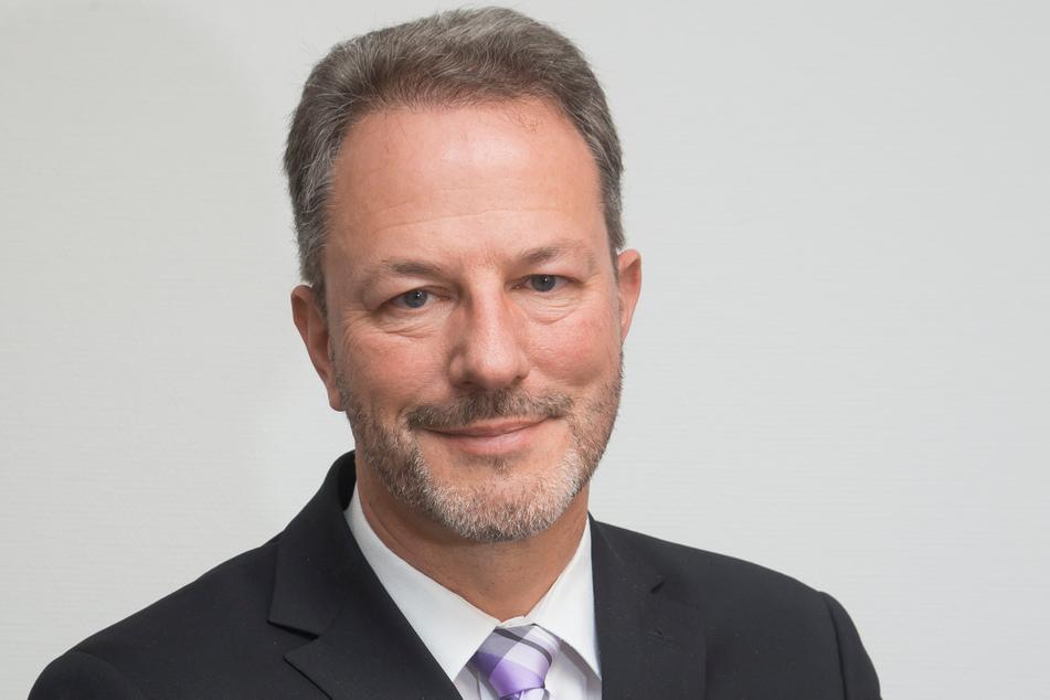Der Geschäftsführer des Sächsischen Städte- und Gemeindetages, Mischa Woitscheck (54), fordert die Wiederaufnahme der Förderung.