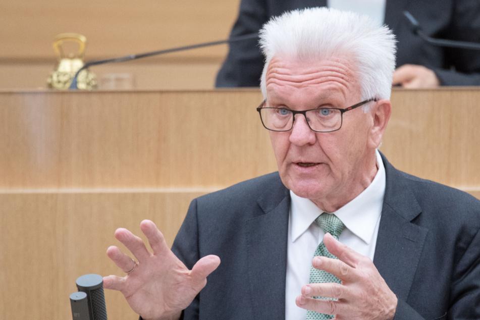 Kretschmann verteidigt Corona-Einschränkungen im Landtag
