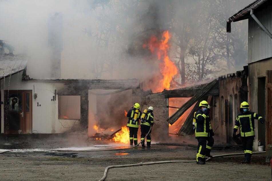 Bauernhof brennt! Etwa 100 Feuerwehrleute im Einsatz