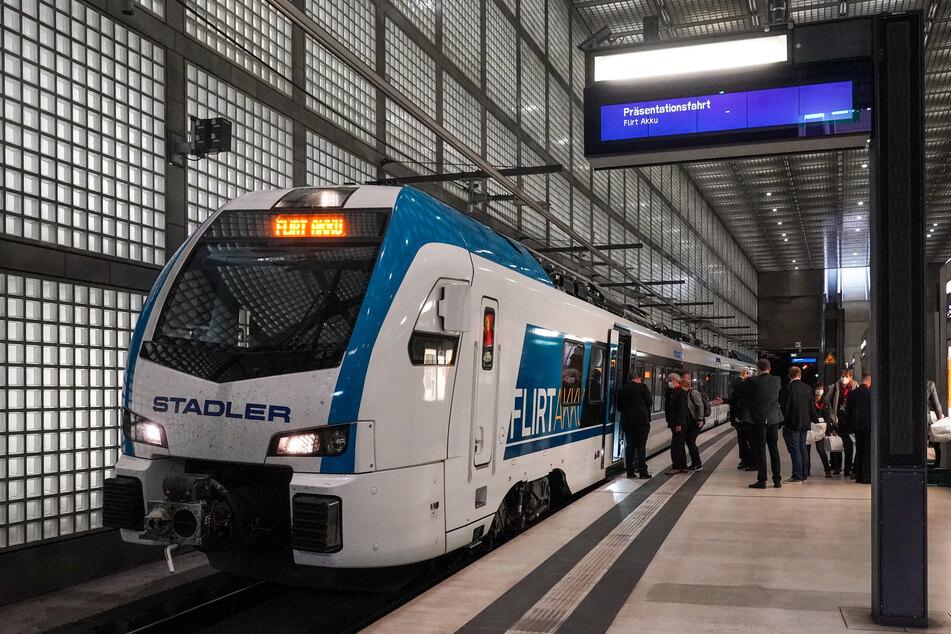 Am Samstag rollte ein Batteriezug von Delitzsch durch den Leipziger City-Tunnel in Richtung Döbeln.