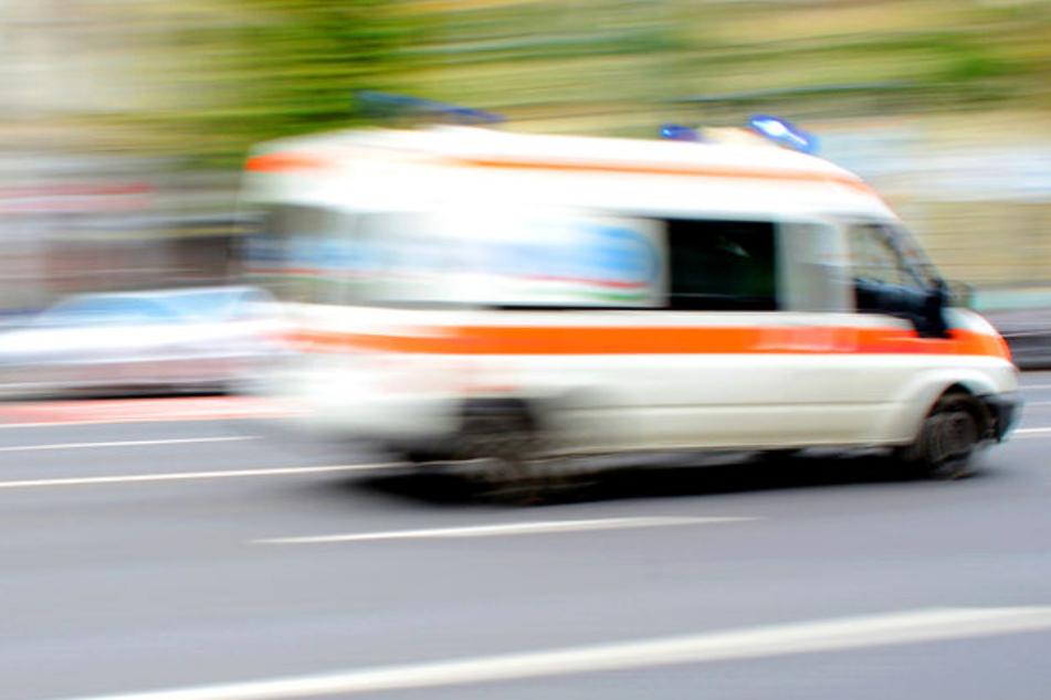 Rettungswagen erfasst Dreijährigen: Kind schwer verletzt!