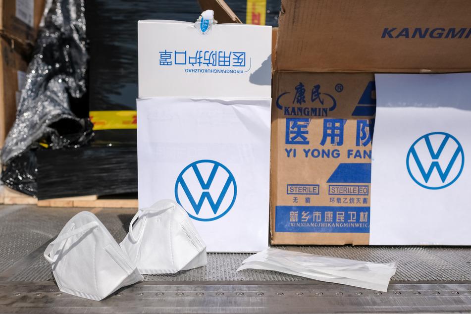 Mit der Lieferung aus China sollen Ärzte und Kliniken in Niedersachsen versorgt werden.