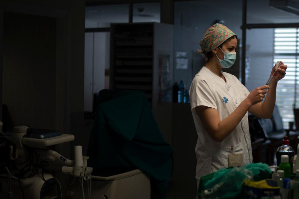 Krankenschwester überlebt Corona, danach wird sie niedergeschlagen und ausgeraubt