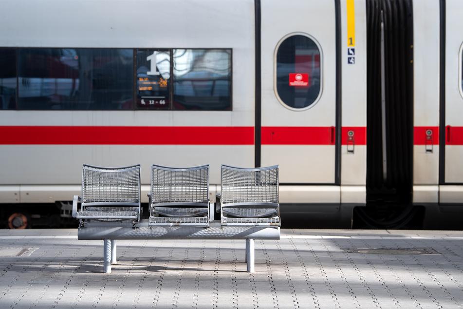 Die beiden Mädchen fuhren mit dem Zug alleine bis nach Niedersachsen. (Symbolbild)