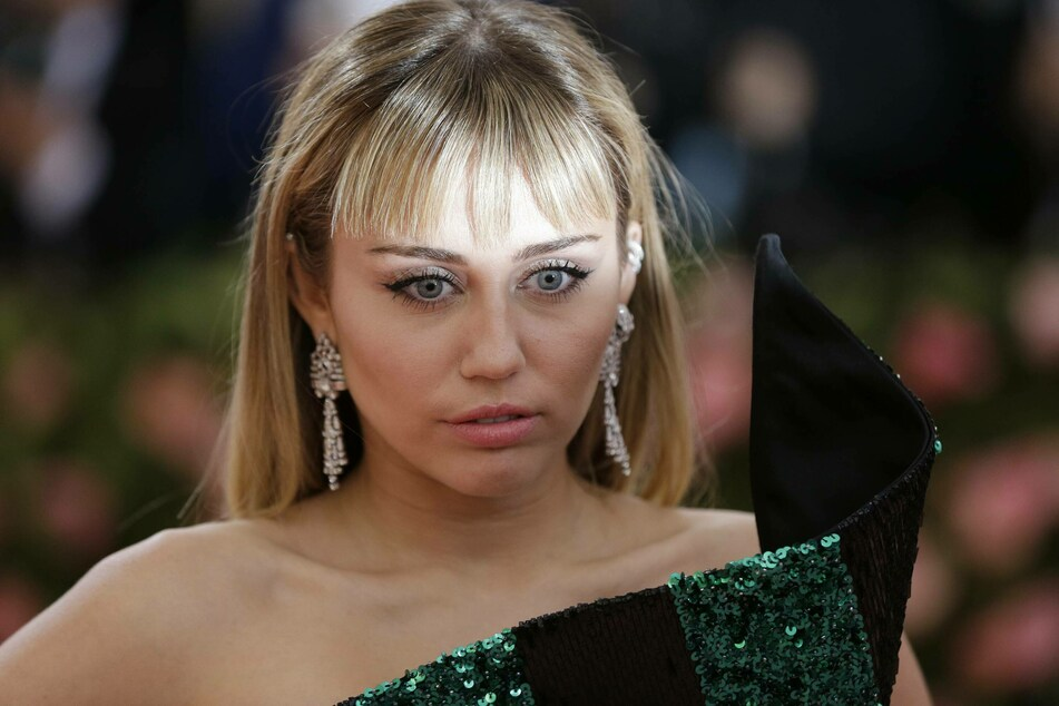 Miley Cyrus allegedly had an encounter of the third kind.
