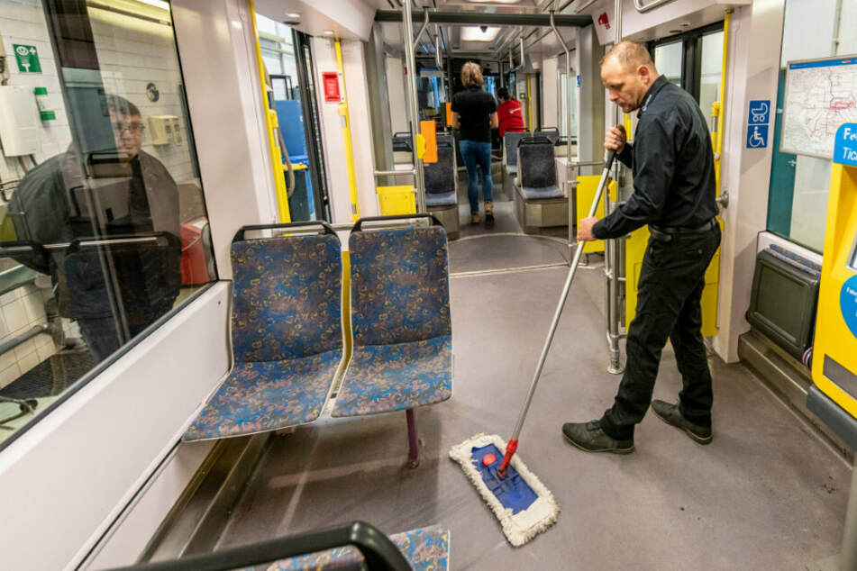 Chemnitz: Wie putzt man eine Bahn in Corona-Zeiten?