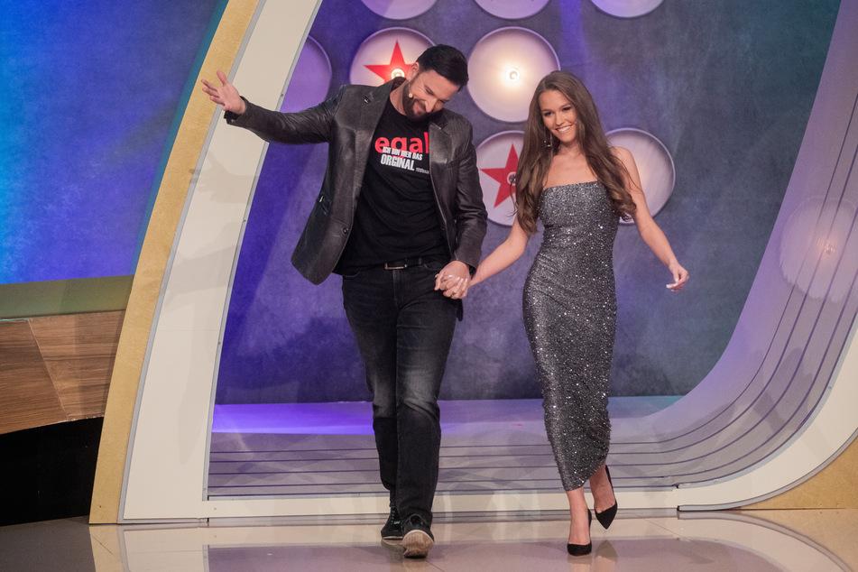 """Michael Wendler (48) und Laura Müller (20) in der Show """"Pocher vs. Wendler - Schluss mit lustig""""."""