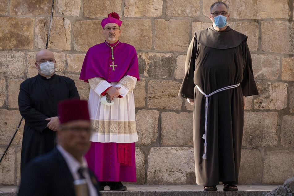 Coronavirus: Erzbischof geht Kreuzweg wegen Coronavirus ohne Pilger