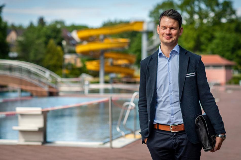 Er sucht noch Rettungsschwimmer: Bäder-Chef Norman Schröder (39).