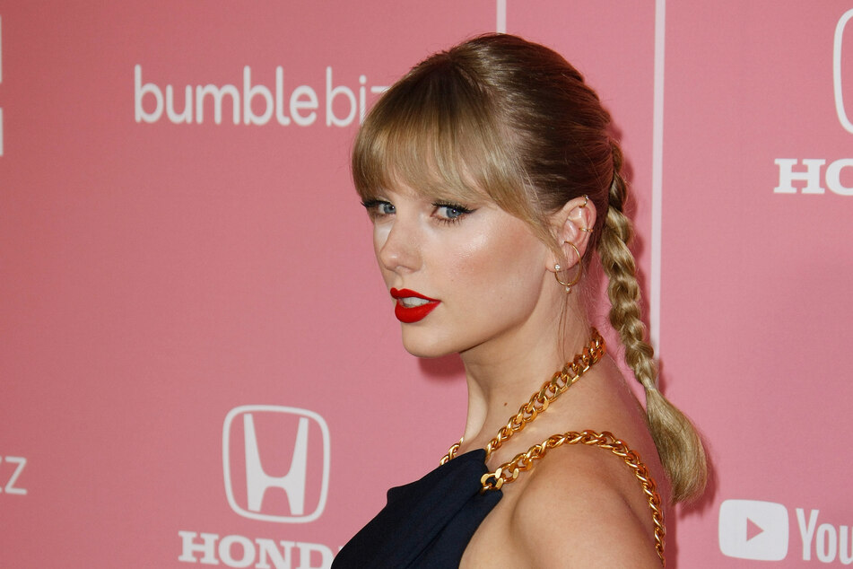 Taylor Swift has been re-recording her old albums after a dispute with her former record label.