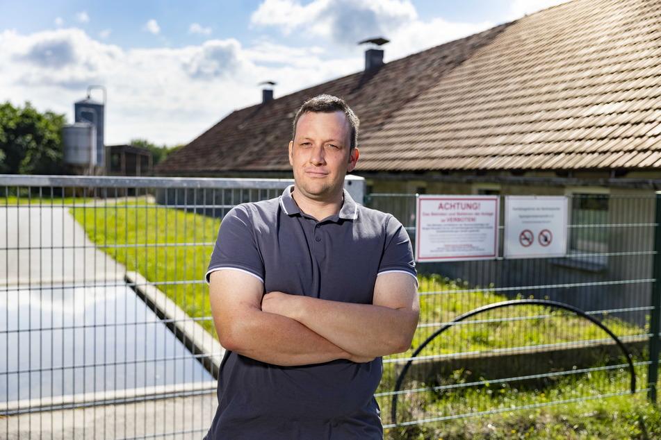 Verboten: Bauer Sebastian Wieland (F.r.) unternimmt alles, um seine Schweinezucht vor ASP zu schützen.