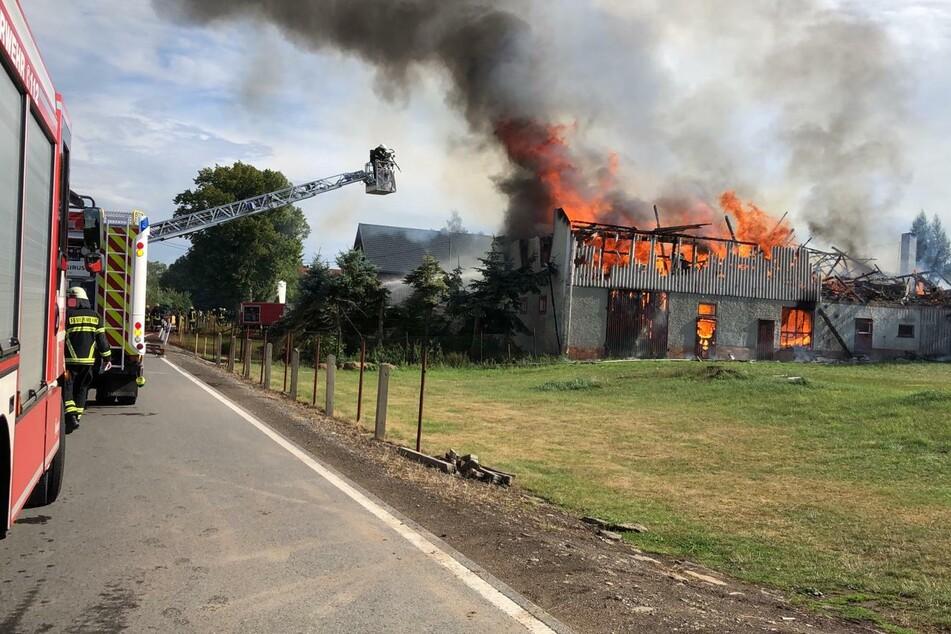 In Oberbobritzsch brannte am Dienstag ein Wohnhaus ab. Die Löschwasserversorgung für die Feuerwehren war sehr schwierig.