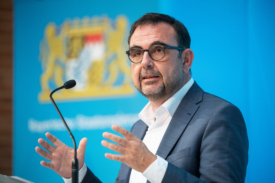 Gesundheitsminister Klaus Holetschek (56, CSU) fordert alle Bayern ab 18 Jahren auf, sich registrieren zu lassen.