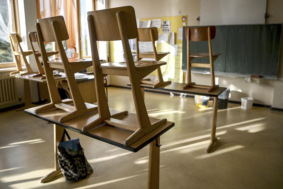 """Die coronabedingte Umstellung des Schulbetriebs ist am Montag in NRW aus Sicht eines Elternverbands """"chaotisch"""" angelaufen (Symbolbild)."""