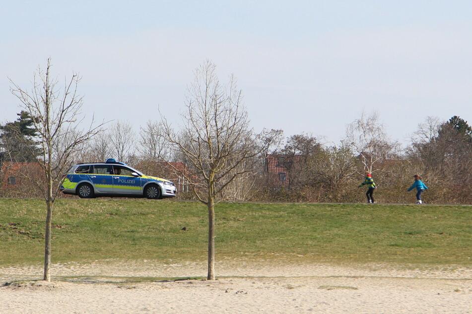 Polizeipräsenz am Cospudener See: Fortan werden die Beamten täglich das Treiben am See im Blick behalten.