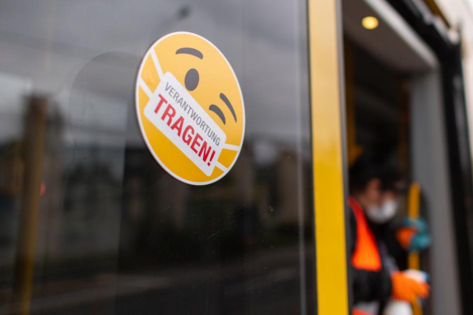 Bei den DVBAG gilt noch immer Maskenpflicht für alle Passagiere. Bahnen und Busse werden regelmäßig desinfiziert.