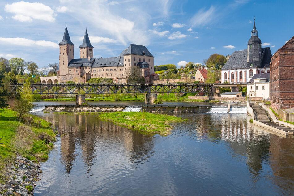 Schloss Rochlitz mit der Zwickauer Mulde, der Petrikirche und der alten Mühle.