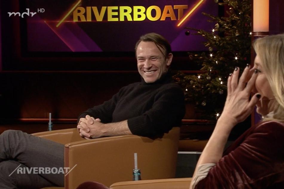 """Bernhard Bettermann (55) und Moderatorin Kim Fisher (51) hatten in der aktuellen """"Riverboat""""-Folge viel zu lachen."""